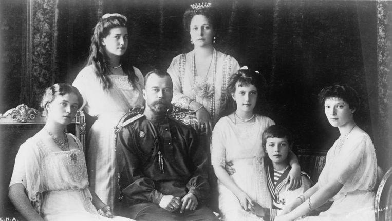 Tsaar Nicolaas II, tsarina Alexandra en hun vijf kinderen. Beeld kos