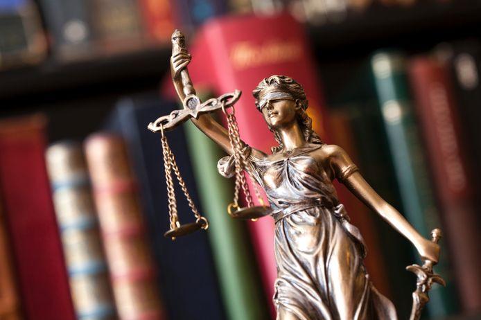 stockadr rechtbank rechter rechtspraak justitie rechtszaak vrouwe justitia uitspraak vonnis eis