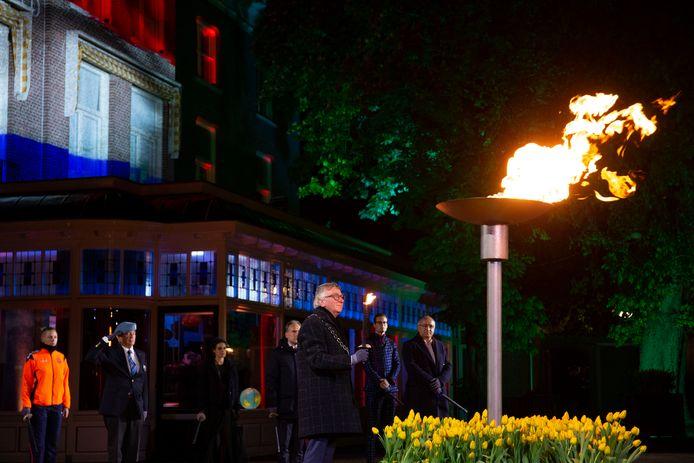 De burgemeester van Wageningen Geert van Rumund ontstak het bevrijdingsvuur tijdens de bevrijdingsvuurceremonie bij Hotel De Wereld. De ceremonie staat symbool voor de overgang van het herdenken van oorlogsslachtoffers naar het vieren van de vrijheid.