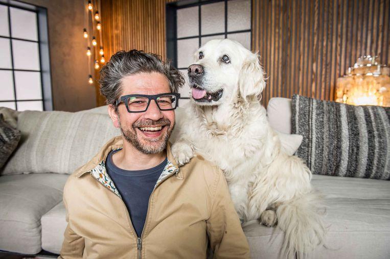 'Winteruur' is Wim Helsen, een gast, een hond en een tekst. Beeld © VRT Joost Joossen