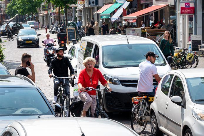 Drukte en chaos in de Steenstraat in Arnhem.