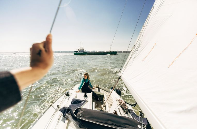 Eva's boot ligt in de haven van Blankenberge.Ze probeert 's zomers wekelijks te varen, al lukt dat niet altijd. Beeld Eva Vlonk