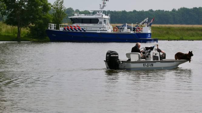 Zoektocht naar vermiste man in Maas bij Oeffelt gestaakt, politie gaat maandag weer verder