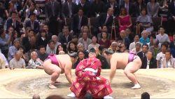 Trump geniet met Shinzo Abe van een sumo-wedstrijd in Japan