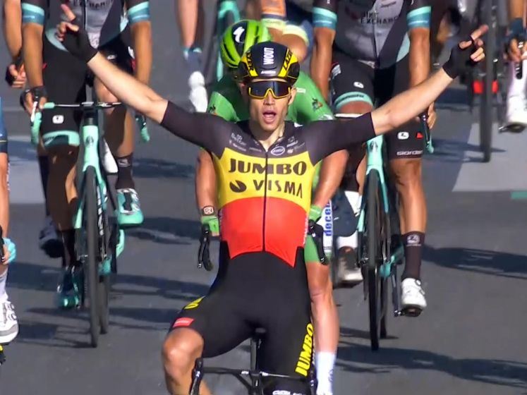 Van Aert sprint op Champs-Élysées naar sensationele zege