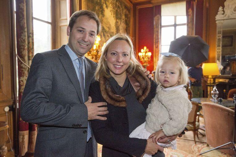 Graaf Thibault d'Ursel met Prinses Desiree von Hohenlohe en dochtertje Felicité. Beeld PHOTO_NEWS