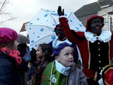 Natte ontvangst voor Sinterklaas in Boxmeer