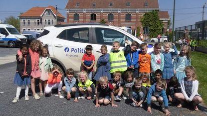 Leerlingen van zesde leerjaar VBS De Knipoog behalen fietsdiploma