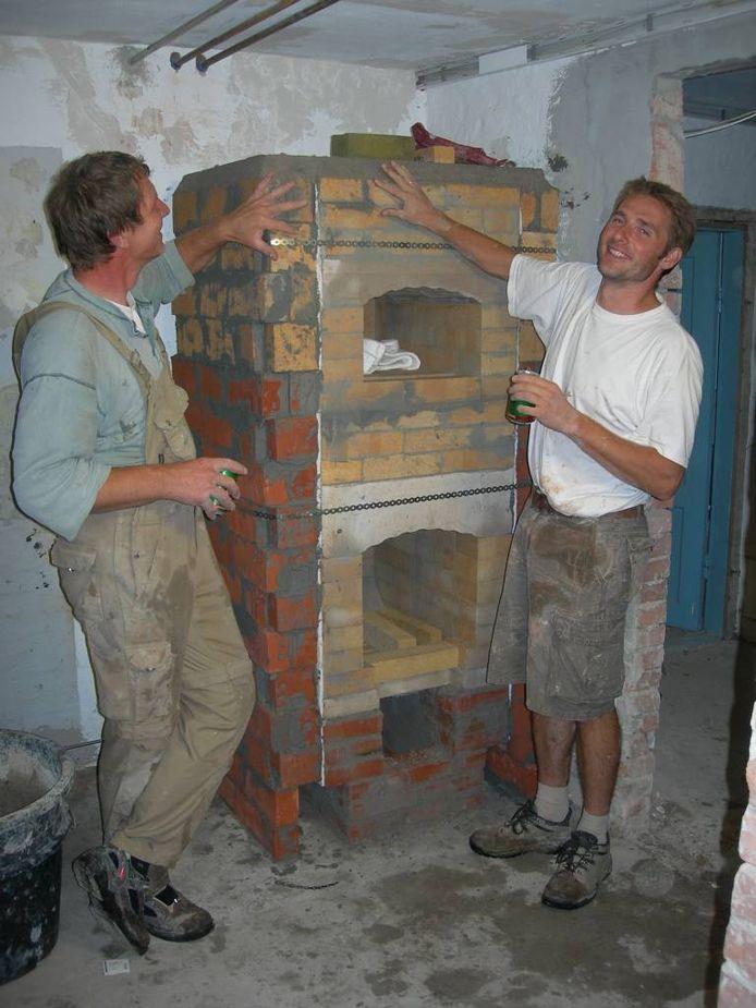 In Denemarken leerde Sjang van Daal kachels en haarden bouwen.