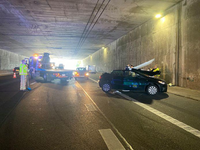MECHELEN - Op de E19 in Mechelen-Noord moest een autobestuurster worden bevrijd door de brandweer na een ongeval.