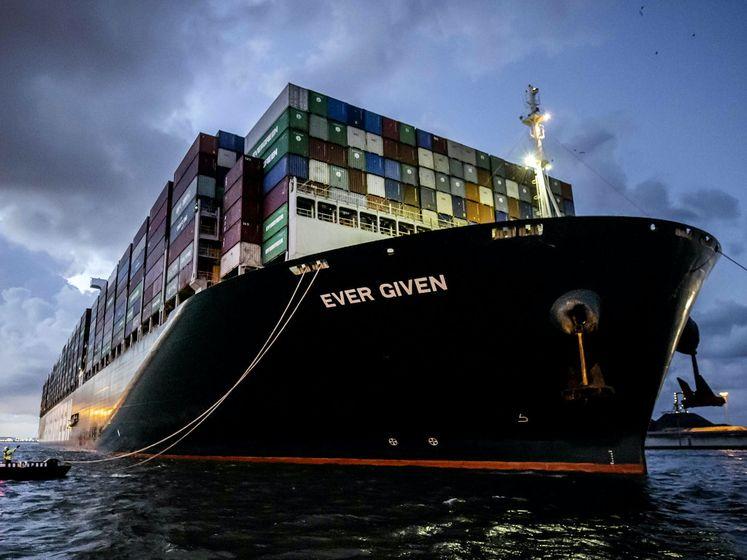Blokkeerschip Ever Given eindelijk aangekomen in Rotterdam