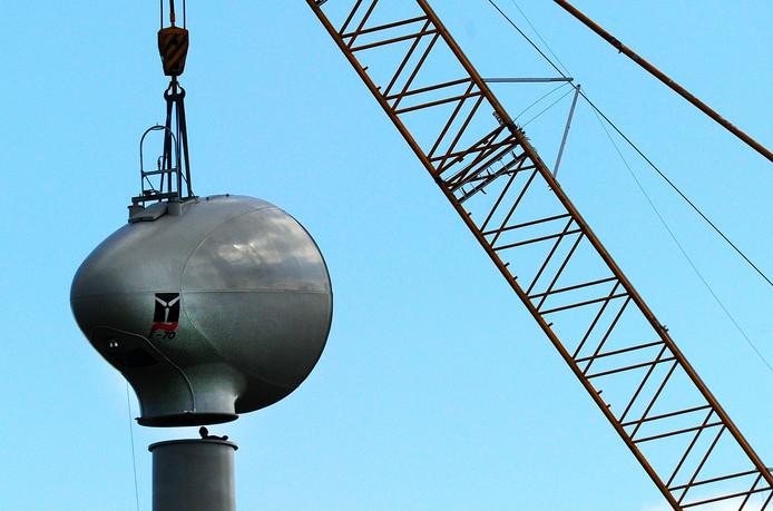 Windmolen in aanbouw bij Vlissingen-Oost.