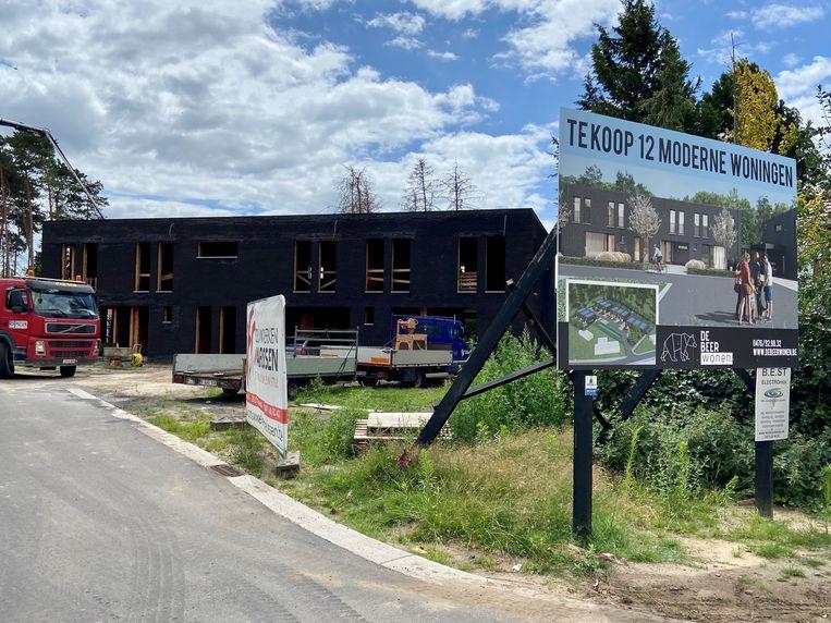 Aan de Kattenberg komen drie 'betaalbare woningen'. De oppositie vreest echter dat ze een stuk duurder zullen uitvallen dan oorspronkelijk gepland.