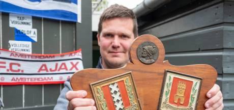 Middelburger heeft zonder het te weten origineel Ajax-schild in zijn mancave hangen