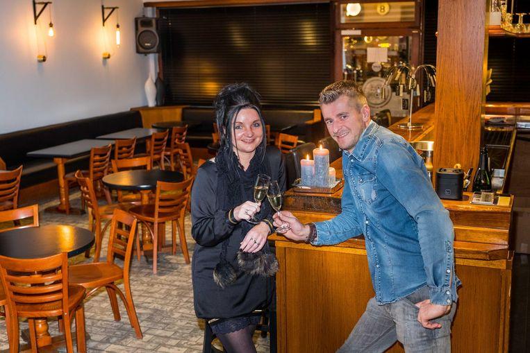 Lieve en Dries runnen vanaf 10 januari het vernieuwde café 'De Ton, Per Sempre' aan de Markt in Haacht.