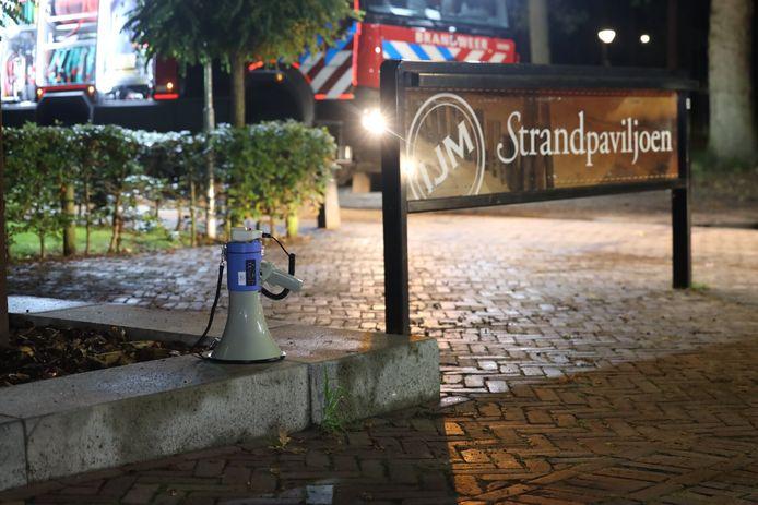 Brand in keuken Strandpalviljoen bij de IJzeren man in Vught. Bruiloft met honderden mensen ontruimd.