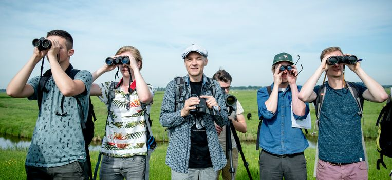 David Kleijn (midden) op excursie met studenten bos- en natuurbeheer. Beeld Bram Petraeus