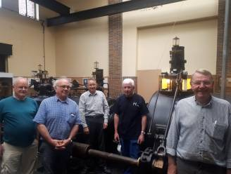 Grootst bewaarde stoommachine van het land in ere hersteld