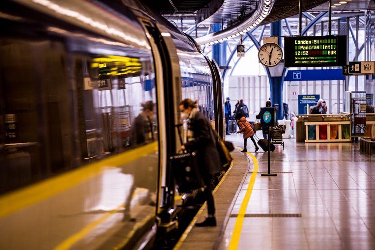 Wie met de trein vanuit het Verenigd Koninkrijk komt, krijgt vanaf nu te maken met strengere maatregelen. Beeld BELGA