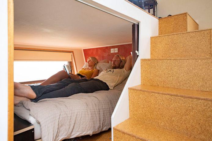 Wendy en Timothy slapen beneden, onder hun woonkamer.