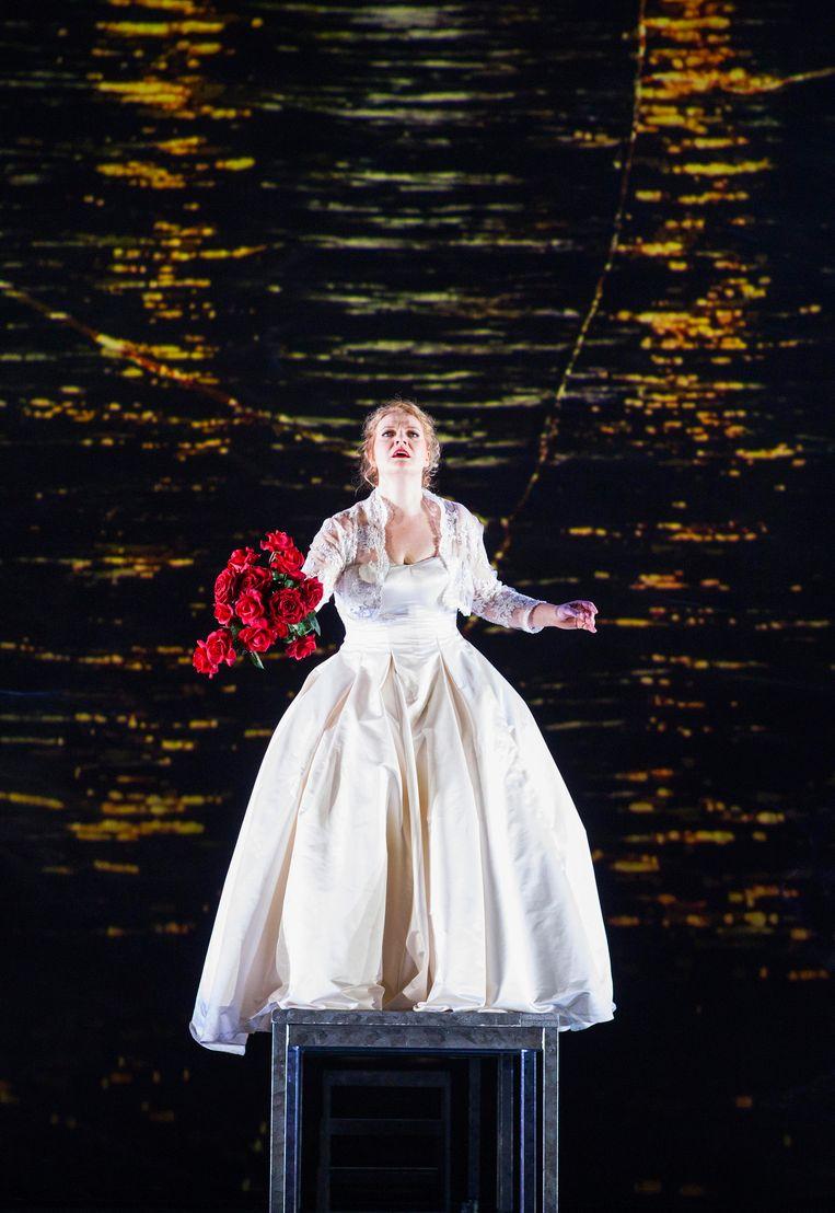 De sopraan Aile Asszony speelt Senta, de bruid van de Holländer. Beeld Nienke Elenbaas