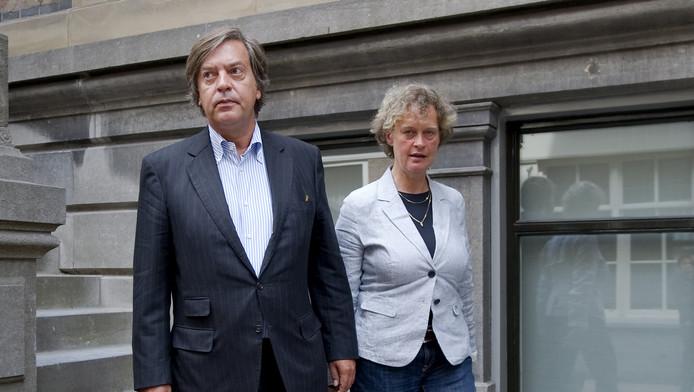 Jan-Dirk Paarlberg verlaat met zijn raadsvrouwe Benedicte Ficq de rechtbank.