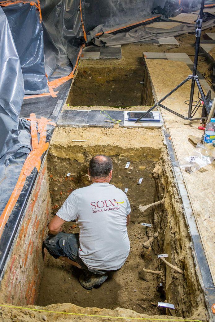 Archeologisch onderzoek in de Sint-Martinuskerk.