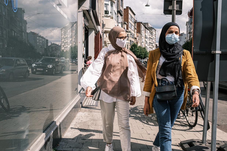 Mondmaskers op straat in Antwerpen.  Beeld Wouter Van Vooren