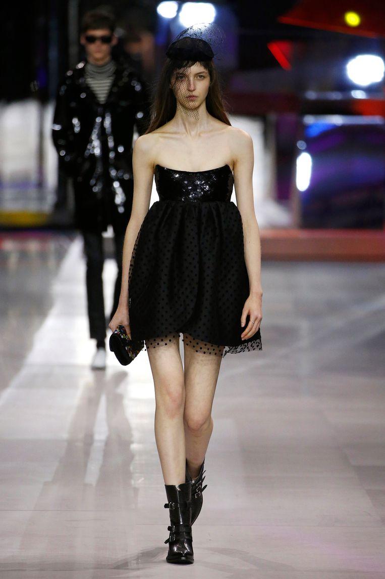 Model tijdens de show van Celine. (Paris Fashion Week Womenswear Spring/Summer 2019)  Beeld Estrop / Getty Images