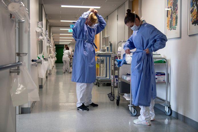 Verpleegkundigen aan het werk in het CWZ.