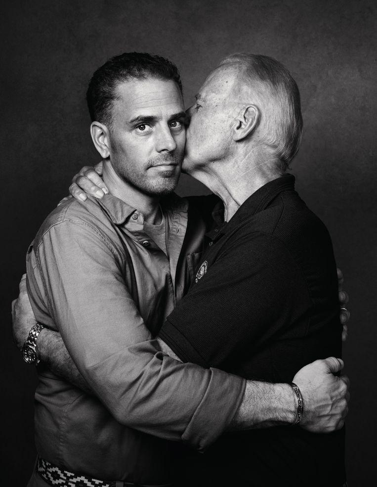 Joe Biden met zijn zoon Hunter, die in het verleden kampte met een drugsprobleem. Beeld Pari Dukovic / Trunk Archive