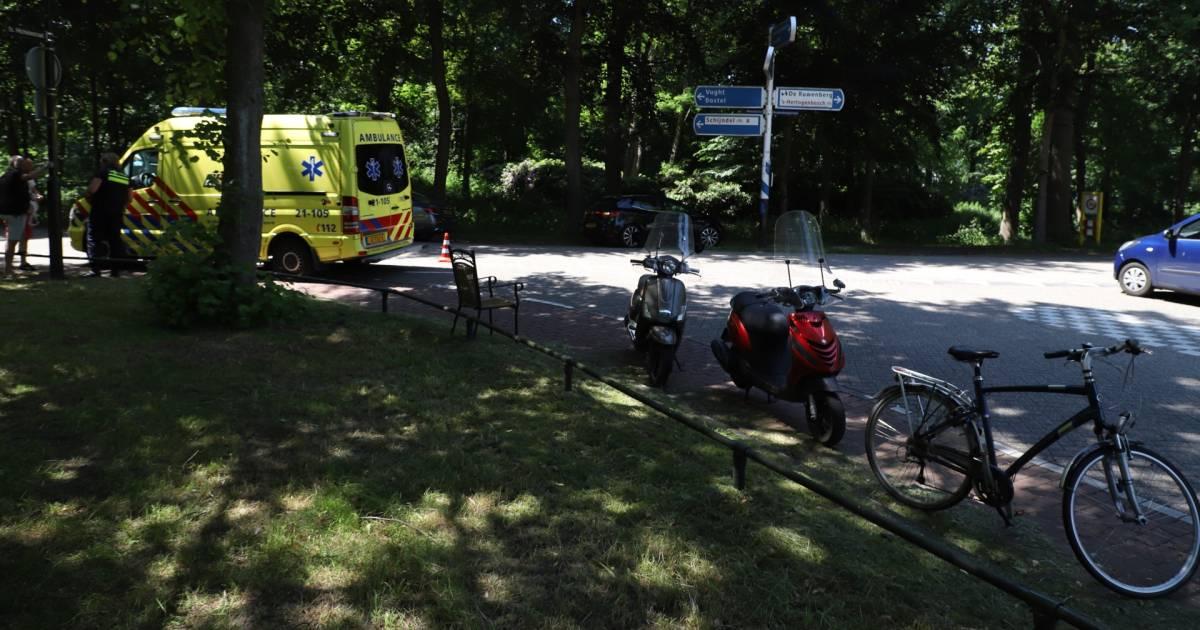 Scooterrijder gewond na botsing met auto in Sint-Michielsgestel.