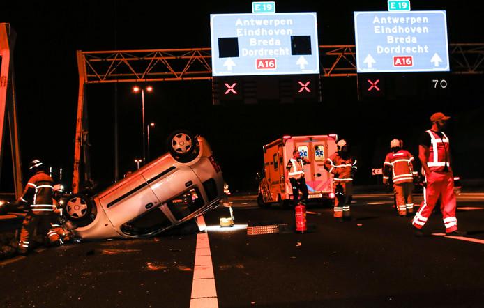 Ongeluk op de A16 bij Zwijndrecht.
