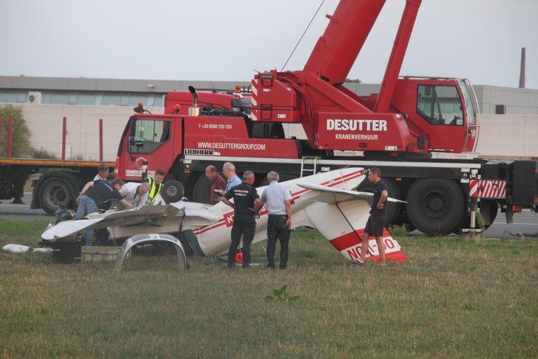 Het vliegtuigje belandde op het dak naast de start- en landingsbaan.