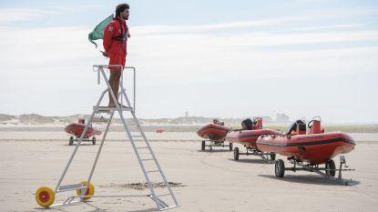 """Kustreddingsdienst waarschuwt voor druk paasweekend: """"Nu al zwemmen in zee? Levensgevaarlijk"""""""
