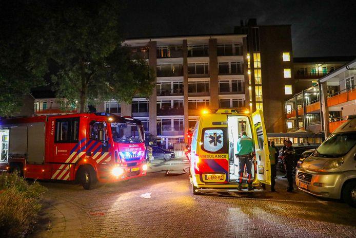 De hulpdiensten waren snel ter plaatse bij de woningbrand aan de Viltmakersdonk in Apeldoorn.