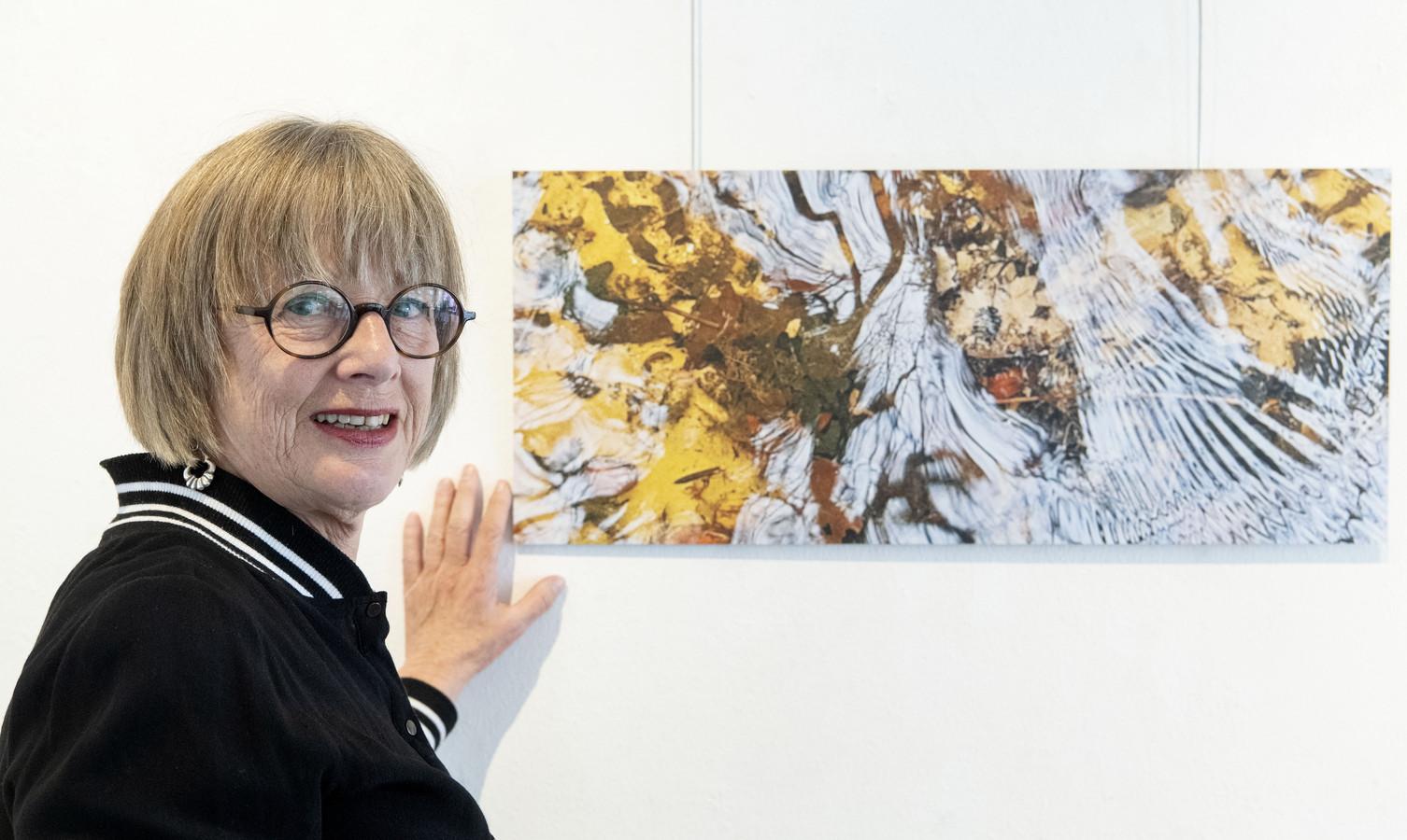 Marion Bouwhuis opent zaterdag, samen met Maike Eilers en Karen Gillis, de tentoonstelling Stroming en Spiegeling bij galerie Beeld & Aambeeld.