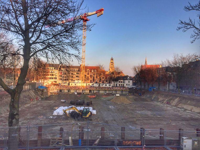 Er wordt hard gewerkt op het Beursplein, waar het nieuwe gebouw komt.