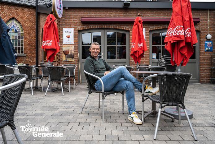 Geert De Vlieger oefent al eens op het terras van Den Bierboom.