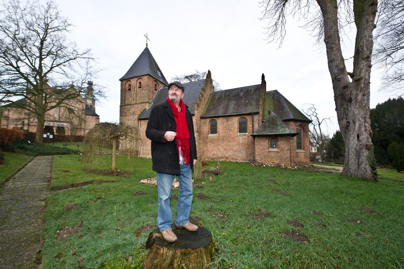 Kunstenaar Jan Rensen exposeert in het kleine kerkje van Beek.