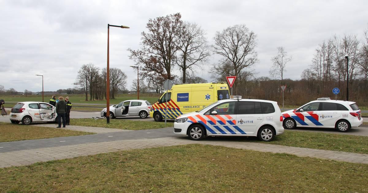 Gewonde bij botsing met twee auto's in Almelo.