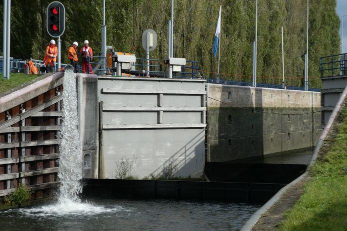Het werk aan sluis Schijndel is klaar. Er is weer scheepvaart mogelijk van de Maas, via het Máxinakanaal naar de havbens in Veghel.