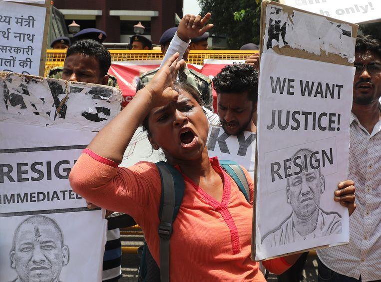 De dood van tientallen kinderen in een ziekenhuis in Gorakhpur vorige maand leidde in India tot veel woede en protesten op straat. Beeld EPA