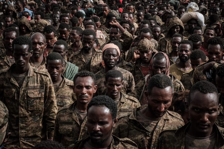 Gevangengenomen Ethiopische soldaten in Mekelle, de hoofdstad van de regio Tigray. Beeld AFP