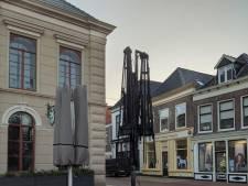 Vuurwerkbom veroorzaakt brand op de Markt in Steenwijk: 'Je zult er maar met je hondje lopen'