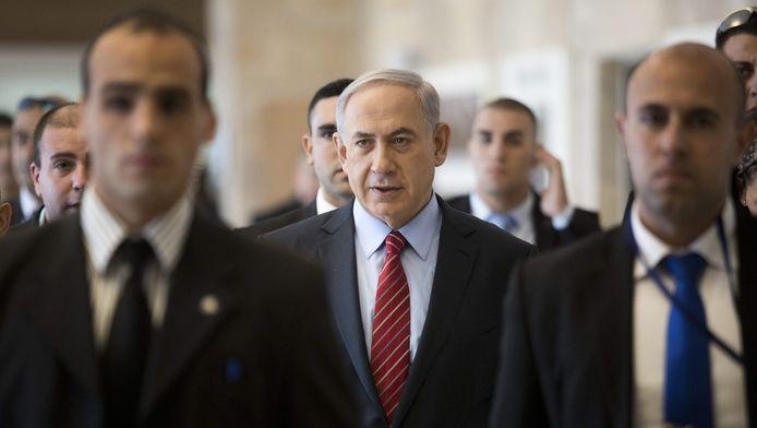 De Israëlische premier Benjamin Netanyahu temidden van leden van zijn Likud-partij in de Knesset.