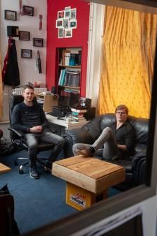 Ook in deze studentenkamer in Kampen staan bierkratten, maar deze jongens willen dominee worden: 'Jezus dronk ook gewoon'