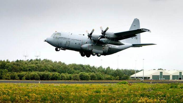 Een Hercules C-130 op Vliegbasis Eindhoven