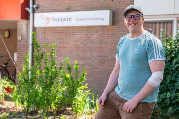 Thijs Aarts heeft net bloed gegeven. ,,Voor de tweede keer pas'', zegt de 24-jarige Buas-student.