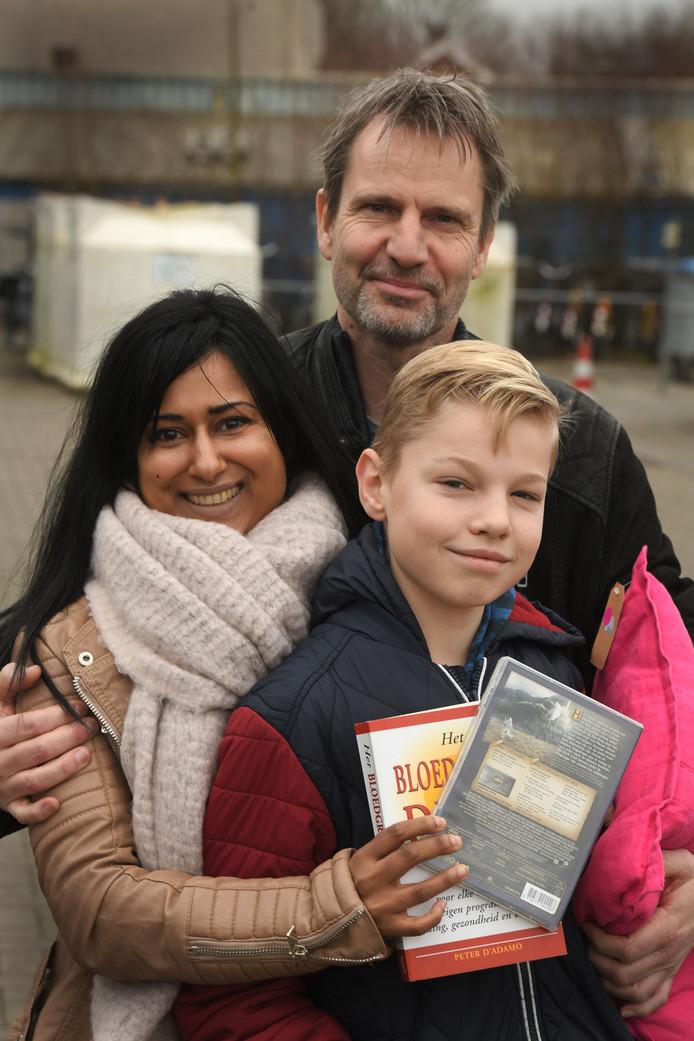 Jan, Aloka en Finn, bezoekers.